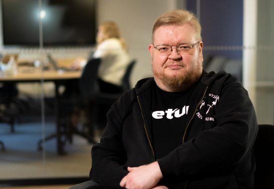 Töissä Netumilla – tietoarkkitehti Risto | Katso video!